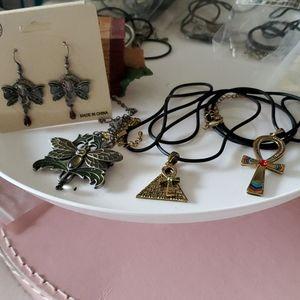 Bundle of jewelry
